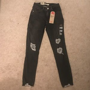 NWT Levi's ripped skinny jeans size 25, never worn